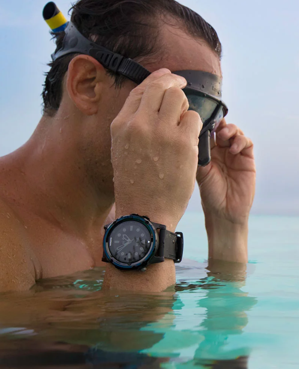 Gamin watches Swim
