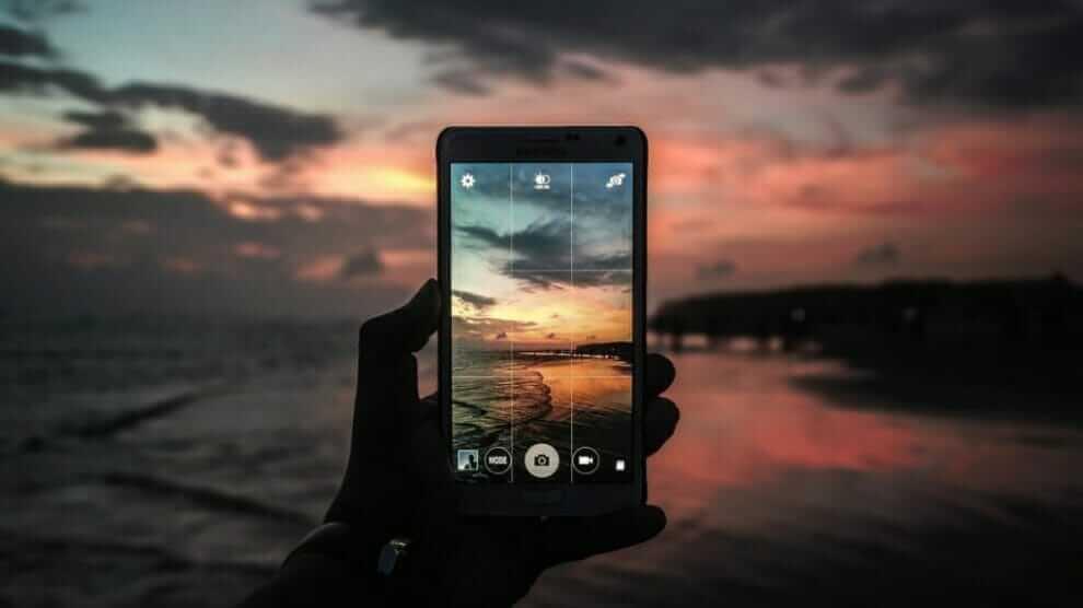 Top 10 Best Smartphones for Vlogging in 2020 - Reviews & Guides