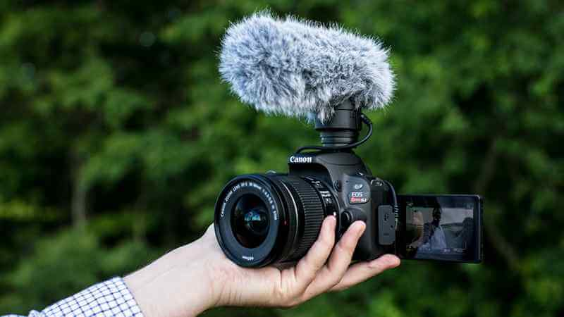 Top 5 Best Vlogging Cameras for YouTubers - Reviews & Guides