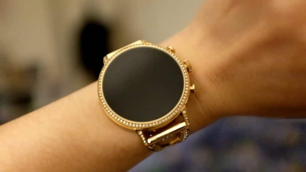 Top 5 Best Smartwatches for Women to buy in 2021 - Reviews & Guides